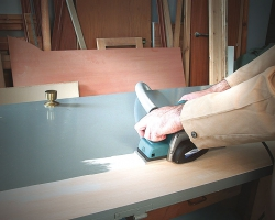 Удаление старого лакокрасочного покрытия на дверных полотнах и других поверхностях