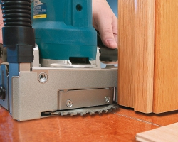 Обработка дверных коробок не требует их демонтажа. Машина обеспечивает точный и чистый пропил.