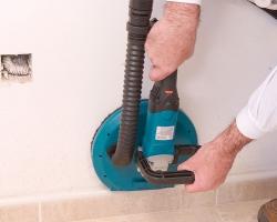 При демонтаже сегмента защитного кожуха можно обрабатывать углы и другие труднодоступные места.