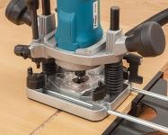 Мощный двигатель (1000 Вт), оснащенный системами электронной регулировки частоты вращения и поддержания заданной частоты вращения под нагрузкой.