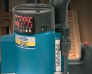 Оснащен системой электронной регулировки, позволяющей подобрать оптимальную частоту вращения для любого типа обрабатываемого материала.