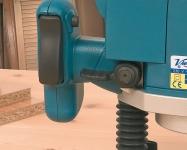 Удобное расположение органов управления гарантирует безопасность работника и обеспечивает полный контроль над инструментом без необходимости отпускать рукоятки.