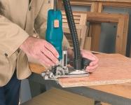 Боковой упор сглаживает неровности боковых поверхностей и предотвращает перенос их на обрабатываемый кромочный материал.
