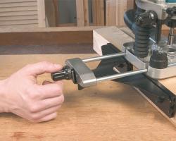 Боковой упор с возможностью точной настройки при помощи микрометрического винта.